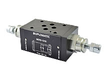 Flow control valve with adjustable metering throttle